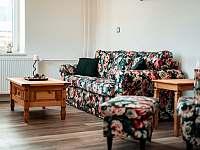 Společenská místnost - chata k pronajmutí Bělá pod Pradědem