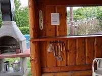 Venkovní posezení s grilem - chata ubytování Bělá pod Pradědem