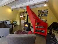 Obývací pokoj - posezení u krbových kamen