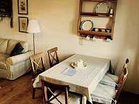 Apartman 1, obývací část s jídelním koutem - chalupa k pronájmu Kunčice