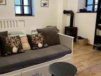 Apartmán 4, obývací část s manželskoupostelí - pronájem chalupy Kunčice