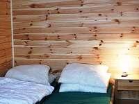 lůžka ve spodním pokoji - chata ubytování Lipová-Lázně
