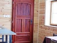 vchod do spodního pokoje - chata k pronájmu Lipová-Lázně