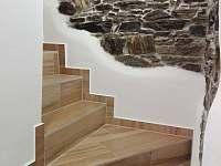 schody k pokojům - Branná