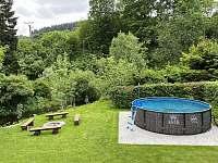 Bazén v letním období - apartmán k pronájmu Horní Lipová