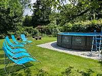 Bazén v letním období - apartmán k pronajmutí Horní Lipová