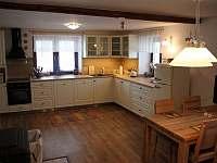 kuchyně přízemí - pronájem chalupy Bělá pod Pradědem - Adolfovice