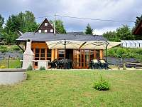 Venkovní posezení - chalupa k pronájmu Dolní Morava