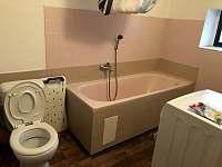 koupelna přízemí - pronájem chalupy Stříbrnice