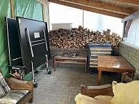 Posezení v pergole - pronájem chaty Andelska Hora