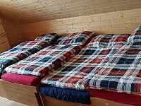 Jižní pokoj v patře po rozložení jedné postele - chata k pronájmu Šléglov