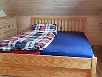 Manželská postel v patře v severním pokoji - Šléglov