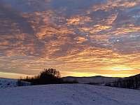 Západ slunce u chalupy - Šléglov