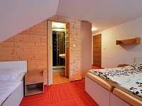 Čtyřlůžkový pokoj v chatě 1 (TV, WiFi, koupelna)