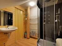 Koupelna na každém pokoji a apartmánu vlastní..