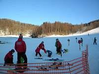 Lyžařská škola a ski/snb půjčovna s výhodnými cenami přímo u chat.
