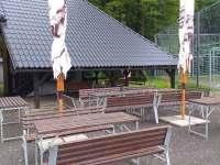 venkovní posezení u bistra - chatky ubytování Bušín