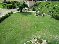 Zahrada, houpačka, parkovací stání - chata k pronájmu Rapotín