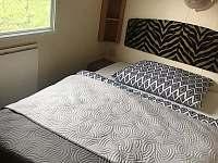 ložnice s manželskou postelí - chata k pronájmu Loučná nad Desnou