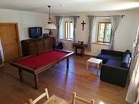 Společenská místnost - chalupa ubytování Šléglov