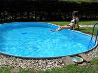 Prostorná a upravená zahrada s bazénem - chalupa k pronajmutí Vrbno pod Pradědem - Mnichov