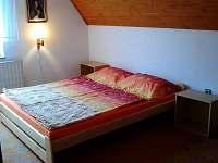 Menší podkrovní ložnice