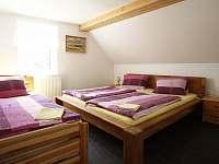ložnice patro - pronájem chalupy Vysoká