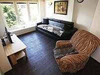 obývací pokoj první patro - chalupa k pronájmu Vysoká