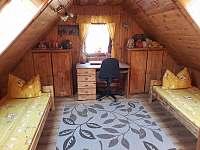 Dvoulůžkový pokoj v podkroví.