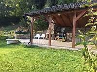 venkovní prostor u vířivky