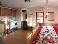 Kuchyň s obyvákem - chalupa k pronajmutí Malá Morava - Sklené