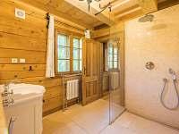 Koupelna u pokoje v přízemí