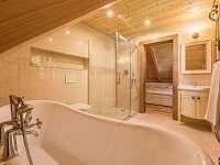 Koupelna u rodinného pokoje v 1. patře