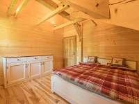 Ložnice s manželskou postelí v 1. patře