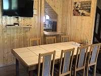 společenská místnost - chata k pronájmu Zlaté Hory