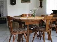 chalupa -jídelní stůl pro 6 osob - pronájem Malá Morava