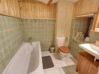 Koupelna v přízemí - pronájem chalupy Jindřichov