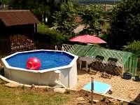 Nově vybudovaný bazén s pískovou filtrací a slanou vodou.