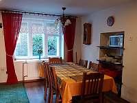 Kuchyně s jídelním stolem - Leskovec nad Moravicí