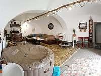 Společenská místnost s vířivkou - chalupa k pronajmutí Leskovec nad Moravicí