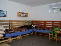 Společenská místnost, dětský koutek - pronájem chalupy Nová Červená Voda