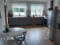 Kuchyně - chalupa k pronájmu Nová Rudná