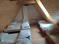 Větší pokoj 6 posteli - chalupa k pronajmutí Staré Město pod Kralickým Sněžníkem