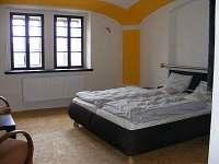 žlutý pokoj