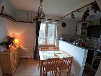 jídelna s kuchyní - rekreační dům k pronájmu Lipová-lázně