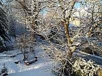 zasněžená lavečka - rekreační dům k pronájmu Lipová-lázně