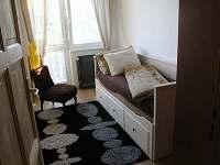 ložnice s rozkládací sedačkou - rekreační dům k pronajmutí Vrbno pod Pradědem