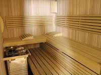 sauna s druhým sprchovým koutem