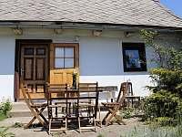 Posezení na terase - chalupa k pronájmu Vrbno pod Pradědem - Železná