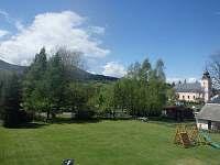 Pohled na zahradu - chata k pronájmu Domašov